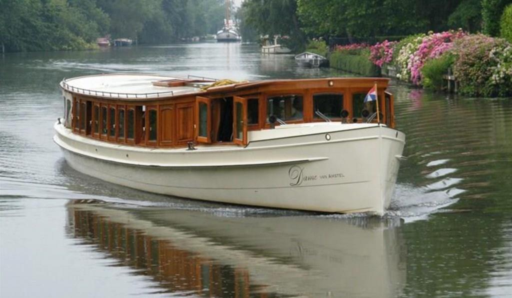 Dame van Amstel Salonboot 1.jpg
